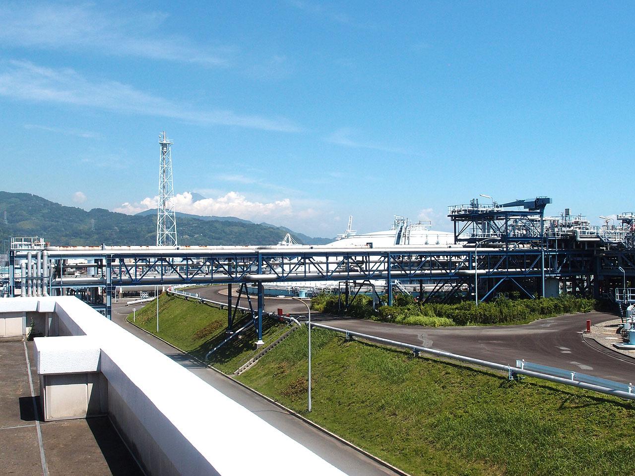 富士山と清水エル・エヌ・ジー袖師基地