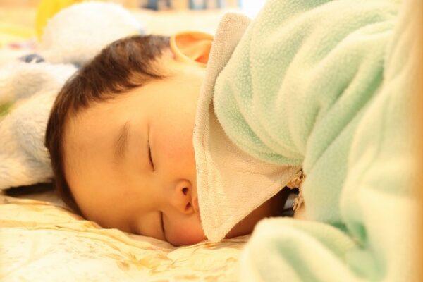 幸せそうに眠る赤ちゃん
